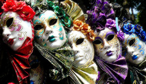 fotografie preluata de la: http://www.worldviator.com/great-venice-souvenirs-masks/